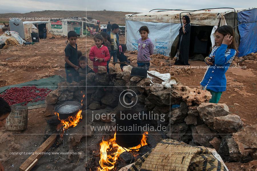 LEBANON Beqaa valley, Deir el Ahmad, camp for syrian refugees, outdoor kitchen / LIBANON Bekaa Tal, Deir el Ahmad, Camp fuer syrische Fluechtlinge am Dorfrand, Kochstelle