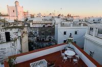 SPAIN, Cardiz, white painted houses and moorish architecture