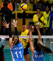 BOGOTÁ-COLOMBIA, 09-01-2020: Julieta Lazcano y Daniela Bulaich de Argentina, intentan un bloqueo al ataque de balón a Amanda Coneo de Colombia, durante partido entre Argentina y Colombia en el Preolímpico Suramericano de Voleibol, clasificatorio a los Juegos Olímpicos Tokio 2020, jugado en el Coliseo del Salitre en la ciudad de Bogotá del 7 al 9 de enero de 2020. / Julieta Lazcano and Daniela Bulaich from Argentina, trie to block the attack the ball to Amanda Coneo from Colombia, during a match between Argentina and Colombia, in the South American Volleyball Pre-Olympic Championship, qualifier for the Tokyo 2020 Olympic Games, played in the Colosseum El Salitre in Bogota city, from January 7 to 9, 2020. Photo: VizzorImage / Luis Ramírez / Staff.