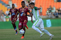 MEDELLIN- COLOMBIA - 23 - 07 - 2017: Dayro Moreno (Der.) jugador del  Atlético Nacional disputa el balón con Fainer Torijano(Izq.) jugador del Deportes Tolima durante partido entre Atlético Nacional y Deportes Tolima, de la fecha 4 por la Liga Aguila II 2017 en el estadio Atanasio Girardot  de Medellín. / Dayro Moreno (R), player of Atletico Nacional  vies for the ball with Fainer Torijano (L) player of Deportes Tolima , during a match of the date 4nd for the Liga Aguila II 2017 at the Atanasio Girardot Stadium in Medellin  city. Photo: VizzorImage  / León Monsalve / Cont.