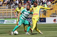 BOGOTÁ - COLOMBIA, 26-01-2019:Matias Mier (Izq.) jugador de La Equidad  disputa el balón con Diego Moreno (Der.) jugador del  Atlético Huila durante partido por la fecha 1 de la Liga Águila I 2019 jugado en el estadio Metropolitano de Techo de la ciudad de Bogotá. /XMatias Mier  (L) player of La Equidad fights the ball  against of Diego Moreno (R) player of Atletico Huila during the match for the date 1 of the Liga Aguila I 2019 played at the Metroplitano de Techo  stadium in Bogota city. Photo: VizzorImage / Felipe Caicedo / Staff.