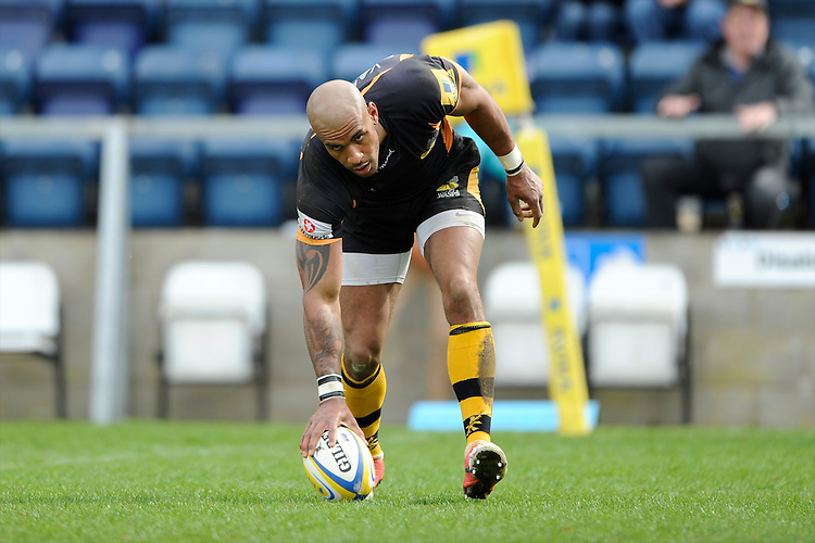 Tom Varndell of London Wasps scores a consolation try  during the Aviva Premiership match between London Wasps and Exeter Chiefs at Adams Park on Sunday 21st April 2013 (Photo by Rob Munro)