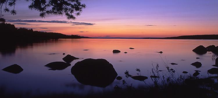 Europa, SWE, Schweden, Darlana, Leksand, Mittsommer, Daemmerung am Siljan See, Dalarna und der Siljansee im Zentrum Mittelschwedens gehoeren zu den schoensten und traditionsreichsten Gegenden dieser Region.<br /> [Fuer die Nutzung gelten die jeweils gueltigen Allgemeinen Liefer-und Geschaeftsbedingungen. Nutzung nur gegen Verwendungsmeldung und Nachweis. Download der AGB unter http://www.image-box.com oder werden auf Anfrage zugesendet. Freigabe ist vorher erforderlich. Jede Nutzung des Fotos ist honorarpflichtig gemaess derzeit gueltiger MFM Liste - Kontakt, Uwe Schmid-Fotografie, Duisburg, Tel. (+49).2065.677997, fotofinder@image-box.com, www.image-box.com]