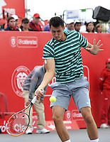 BOGOTA – COLOMBIA – 20-07-2014: Bernard Tomic de Australia, devuelve la bola a Ivo Karlovic de Croacia, durante partido de la final del Open Claro Colombia de tenis ATP 250, que se realiza en las canchas del Centro de Alto Rendimiento en Altura en la ciudad de Bogota.  / Bernard Tomic of Australia, returns the ball to Ivo Karlovic of Croatia, during a match for the final of the Open Claro Colombia de tenis ATP 250, at Centro de Alto Rendimiento en Altura in Bogota City. Photo: VizzorImage / Luis Ramirez / Staff.