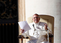 Papa Francesco tiene l'udienza generale del mercoledi' in Piazza San Pietro, Citta' del Vaticano, 6 novembre 2013.<br /> Pope Francis speaks during his weekly general audience in St. Peter's Square at the Vatican, 6 November 2013.<br /> UPDATE IMAGES PRESS/Riccardo De Luca<br /> <br /> STRICTLY ONLY FOR EDITORIAL USE