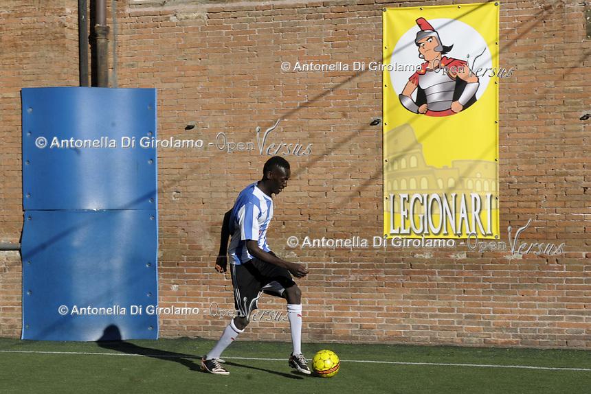 Partita di calcio in oratorio<br /> Parrocchia Santa Maria Immacolata nel quartiere di san Lorenzo, Roma.<br /> Football match in the oratory<br /> Parish of Santa Maria Immacolata in the district of San Lorenzo, Rome.