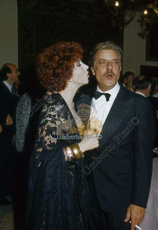 GIANCARLO GIANNINI CON MARIANGELA MELATO<br /> RICEVIMENTO A VILLA CAFFARELLI   ROMA  1981