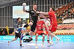 Essens Szczesny, Dennis gegen Ludwigshafens Dominik Mappes (Nr.25)  beim Spiel in der Handball Bundesliga, Die Eulen Ludwigshafen - Tusem Essen.<br /> <br /> Foto © PIX-Sportfotos *** Foto ist honorarpflichtig! *** Auf Anfrage in hoeherer Qualitaet/Aufloesung. Belegexemplar erbeten. Veroeffentlichung ausschliesslich fuer journalistisch-publizistische Zwecke. For editorial use only.