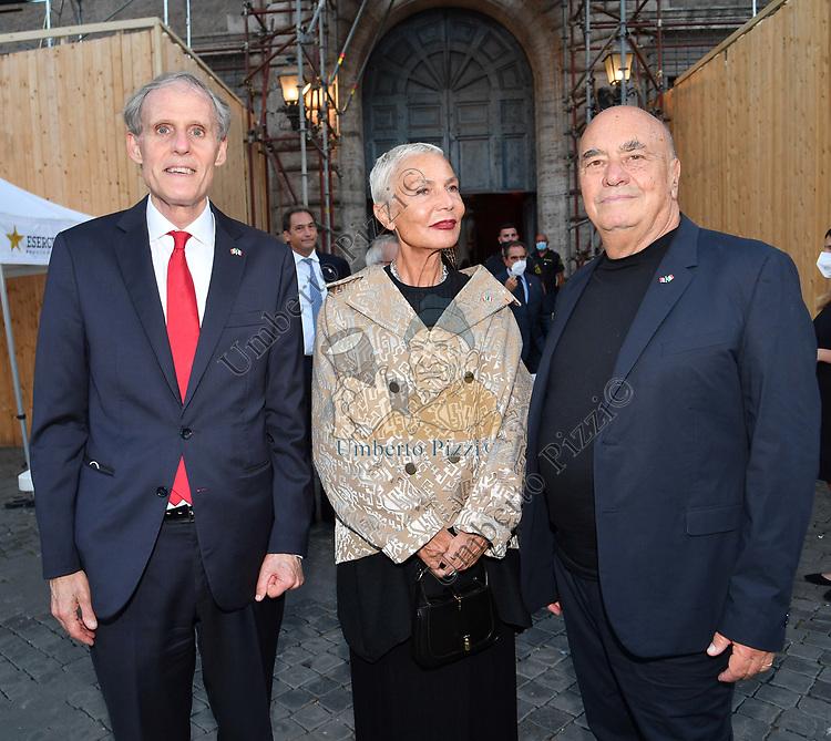 L'AMBASCIATORE CHRISTIAN MASSET CON MASSIMILIANO E DORIANA FUKSAS<br /> RICEVIMENTO 14 LUGLIO 2021 AMBASCIATA DI FRANCIA<br /> PALAZZO FARNESE ROMA