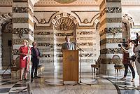 Die Stiftung Preussische Schloesser und Gaerten Berlin-Brandenburg (SPSG) hat die im Mai 2013 begonnene Restaurierung der Decke des Grottensaals im Neuen Palais von Schloss Sanssouci abgeschlossen. Damit ist einer der beiden zentralen Festsaele des Hauses vom 22. Juli 2015 an wieder in den Rundgang durch das Gaesteschloss Friedrichs des Grossen (1712-1786) integriert und fuer die Oeffentlichkeit zugaenglich.<br /> Moeglich geworden sind die umfassenden Instandsetzungsarbeiten im Grottensaal durch das Sonderinvestitionsprogramm fuer die preussischen Schloesser und Gaerten (Masterplan), das die Beauftragte der Bundesregierung fuer Kultur und Medien sowie die Laender Brandenburg (Ministerium fuer Wissenschaft, Forschung und Kultur) und Berlin (Senatskanzlei – Kulturelle Angelegenheiten) zur Rettung bedeutender Denkmaeler der Berliner und Potsdamer Schloesserlandschaft aufgelegt haben.<br /> Am Dienstag den 21. Juli 2015 wurde der Grottenssal durch Prof. Dr. Hartmut Dorgerloh, Generaldirektor, SPSG; Prof. Monika Gruetters MdB, Staatsministerin fuer Kultur und Medien und Martin Gorholt, Staatssekretaer, Ministerium fuer Wissenschaft, Forschung und Kultur des Landes Brandenburgs der Presse gezeigt.<br /> Im Bild: Prof. Dr. Hartmut Dorgerloh, Generaldirektor, SPSG.<br /> 21.7.2015, Postdam<br /> Copyright: Christian-Ditsch.de<br /> [Inhaltsveraendernde Manipulation des Fotos nur nach ausdruecklicher Genehmigung des Fotografen. Vereinbarungen ueber Abtretung von Persoenlichkeitsrechten/Model Release der abgebildeten Person/Personen liegen nicht vor. NO MODEL RELEASE! Nur fuer Redaktionelle Zwecke. Don't publish without copyright Christian-Ditsch.de, Veroeffentlichung nur mit Fotografennennung, sowie gegen Honorar, MwSt. und Beleg. Konto: I N G - D i B a, IBAN DE58500105175400192269, BIC INGDDEFFXXX, Kontakt: post@christian-ditsch.de<br /> Bei der Bearbeitung der Dateiinformationen darf die Urheberkennzeichnung in den EXIF- und  IPTC-Daten nicht entfernt werden, diese sind i