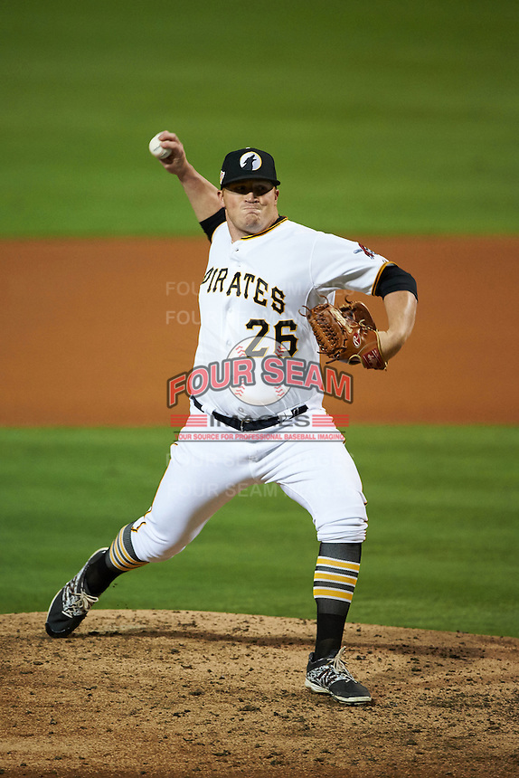 Glendale Desert Dogs pitcher Brett McKinney (26) delivers a pitch during an Arizona Fall League game against the Salt River Rafters on October 21, 2015 at Camelback Ranch in Glendale, Arizona.  Glendale defeated Salt River 1-0.  (Mike Janes/Four Seam Images)