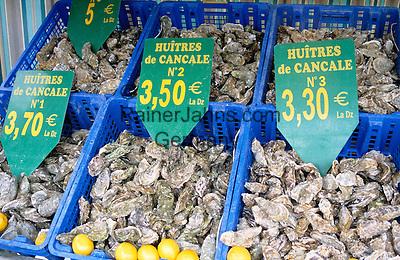France, Brittany, Département Ille-et-Vilaine, Cancale: Oysters at Market Stall | Frankreich, Bretagne, Département Ille-et-Vilaine, Cancale: Austern auf dem Fischmarkt