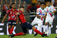 MEDELLÍN - COLOMBIA, 18-10-2017: Santiago Echeverria (Izq) jugador del Medellín disputa el balón con Jesus David Murillo (Der) de Junior durante el partido entre Independiente Medellín y Atletico Junior por la final ida de la Copa Águila 2017 jugado en el estadio Atanasio Girardot de la ciudad de Medellín. / Santiago Echeverria (L) player of Medellin vies for the ball with Jesus David Murillo (R) player of Junior during first leg match between Independiente Medellin and Atletico Junior for the final of the Aguila Cup 2017 played at Atanasio Girardot stadium in Medellin city. Photo: VizzorImage/ León Monsalve / Cont