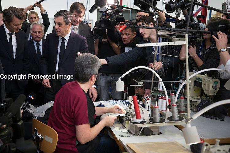 FRANCOIS FILLON ET FRANCOIS BAROIN VISITENT L'USINE COQ SPORTIF A TROYES, LE 7 FEVRIER 2017.