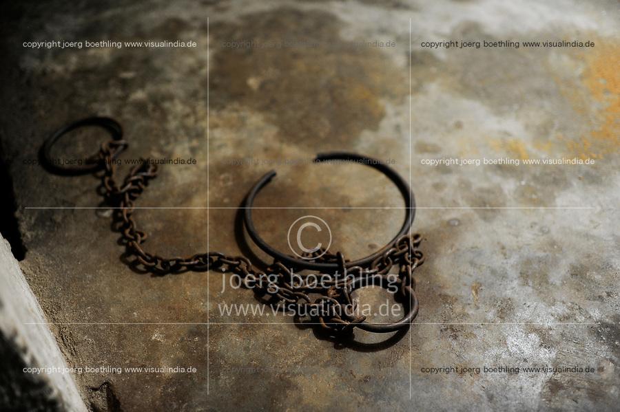 TANZANIA Zanzibar, Stone town is part of UNESCO heritage, slave trade museum and memorial at anglican church / TANSANIA Insel Sansibar, Stonetown, die Altstadt ist Teil des Unesco Welterbe Programm, Denkmal fuer den Sklavenhandel an der anglikanische Kirche