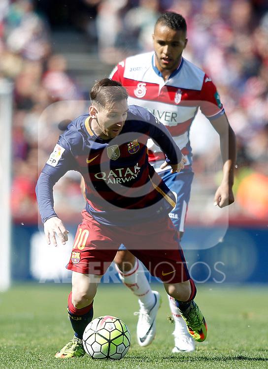 Granada's Youssef El Arabi (r) and FC Barcelona's Leo Messi during La Liga match. May 14,2016. (ALTERPHOTOS/Acero)