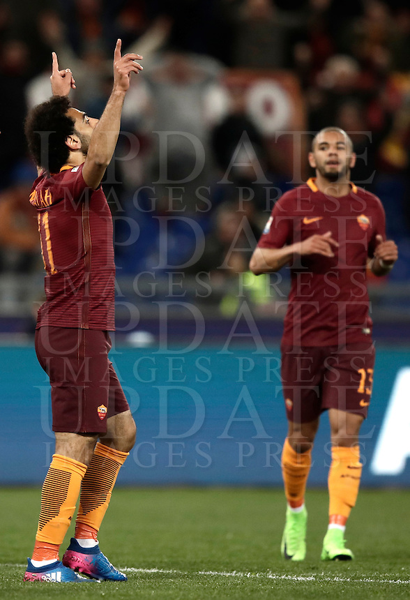 Calcio, Serie A: Roma, stadio Olimpico, 19 febbraio 2017.<br /> Roma's Mohamed Salah celebrates after scoring during the Italian Serie A football match between As Roma and Torino at Rome's Olympic stadium, on February 19, 2017.<br /> UPDATE IMAGES PRESS/Isabella Bonotto
