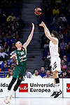 Zalgiris' Aaron White and Real Madrid's Santiago Yusta during Euroligue match between Real Madrid and Zalgiris Kaunas at Wizink Center in Madrid, Spain. April 4, 2019.  (ALTERPHOTOS/Alconada)