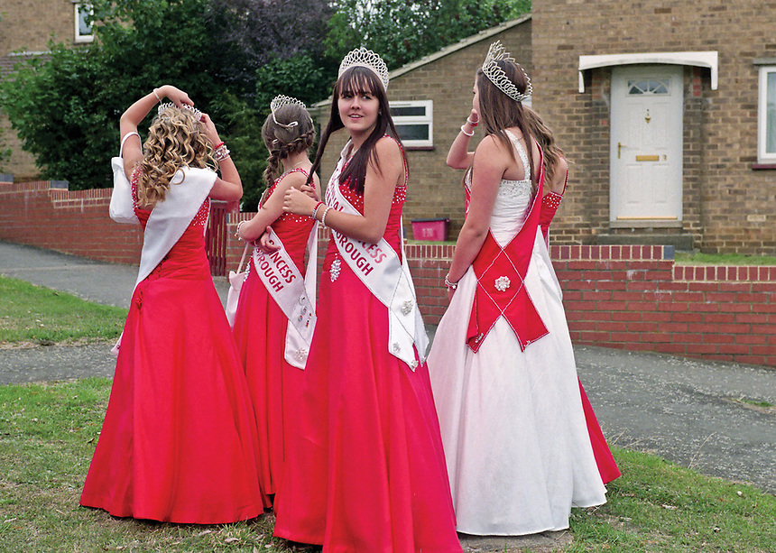 """Queen of Wellingborough, Catherine Evans accompanied by Princess Sophie Evans, Princess Sinead Mitchell, Princess Lauren Clarke and Princess Ellie Todd. <br /> <br /> """"This is not a beauty contest and applicants will be selected on personality and their enthusiasm to be an ambassador for Wellingborough."""""""