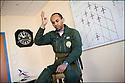 -2008- Salon-de-Provence- Commandant Fabien Coulibaly, leader de la Patrouille de France, dans la salle de briefing pendant la « musique ».