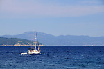 Küste beim Campingplatz von Glavotok; coast at the camping, campsite of Glavotok, Blick auf die Insel Cres. View to the island of Cres. Krk Island, Dalmatia, Croatia. Insel Krk, Dalmatien, Kroatien. Krk is a Croatian island in the northern Adriatic Sea, located near Rijeka in the Bay of Kvarner and part of the Primorje-Gorski Kotar county. Krk ist mit 405,22 qkm nach Cres die zweitgroesste Insel in der Adria. Sie gehoert zu Kroatien und liegt in der Kvarner-Bucht suedoestlich von Rijeka.