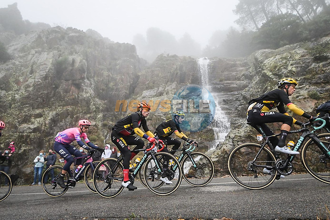 Team Jumbo-Visma with race leader Peimoz Roglic (SLO) in action during Stage 17 of the Vuelta Espana 2020, running 178.2km from Sequeros to Alto de la Covatilla, Spain. 7th November 2020. <br /> Picture: Luis Angel Gomez/PhotoSportGomez | Cyclefile<br /> <br /> All photos usage must carry mandatory copyright credit (© Cyclefile | Luis Angel Gomez/PhotoSportGomez)