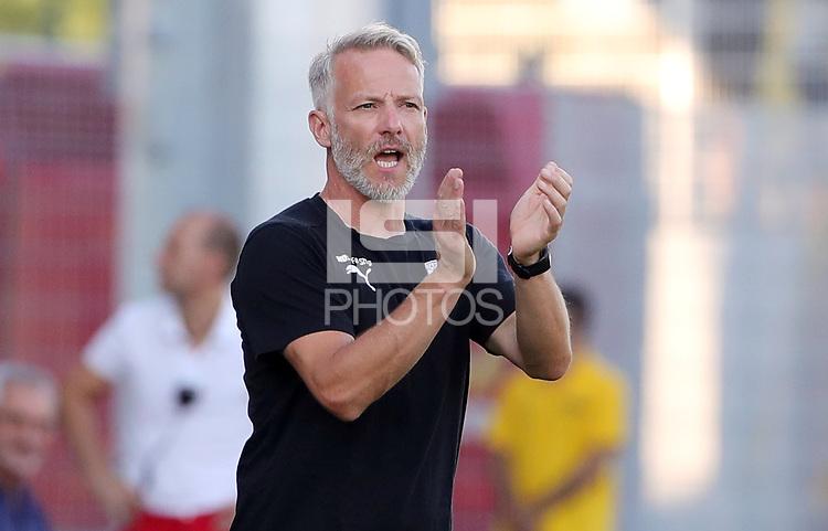 Trainer Mark Zimmermann      <br /> / Sport / Football / DFB Pokal 1.round 3. Bundesliga 2.Bundesliga /  2018/2019 / 19.08.2018 / FC CZ Jena vs. 1.FC Union Berlin / DFL regulations prohibit any use of photographs as image sequences and/or quasi-video. /<br />       <br />    <br />  *** Local Caption *** © pixathlon<br /> Contact: +49-40-22 63 02 60 , info@pixathlon.de
