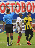FLORIDABLANCA - COLOMBIA 15 -03-2015: Nolberto Ararat, arbitro, durante partido entre Alianza Petrolera y Cucuta Deportivo por la fecha 10 de la Liga Aguila I-2015, jugado en el estadio Alvaro Gomez Hurtado de la ciudad de Floridablanca. / Nolberto Ararat, referee, during a match between Alianza Petrolera and Cucuta Deportivo for the date 10 of the Liga Aguila I-2015 at the Alvaro Gomez Hurtado Stadium in Floridablanca city, Photo: VizzorImage  / Duncan Bustamante / Str.