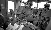 Chimoio / Beira  / Mozambico 1993.Members of italian contingent during UN mission in Mozambique. Rescue mission of refugees and wounded - Elicotteristi del contingente italiano durante la missione ONU in Mozambico come forza di pace nel 1993. Nella foto operazione di evacuazione di profughi e feriti da una zona infestata dalla guerriglia e dalle mine anti-uomo..Photo Livio Senigalliesi
