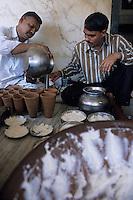 Asie/Inde/Rajasthan/Jaipur: Marchand de lassi