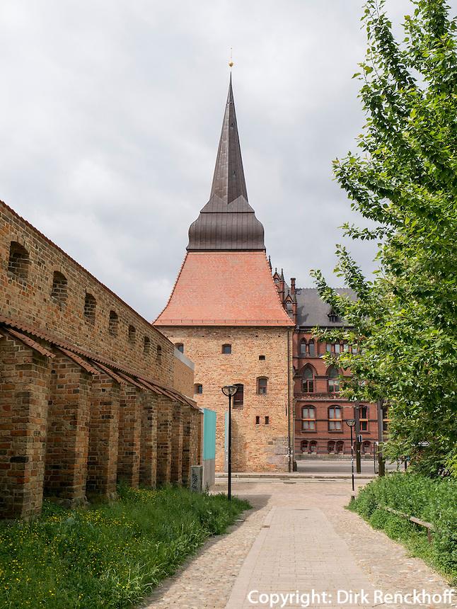 Steintor und Stadtmauer in Rostock, Mecklenburg-Vorpommern, Deutschland