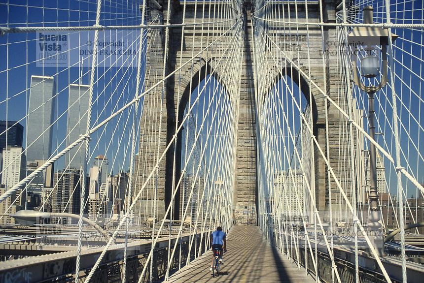 - New York, skyline of Manhattan from the Brooklyn bridge in 1985 with the twin towers of the World Trade Center, destroyed in the terroristic attack of the 11 september 2001 <br /> <br /> - New York, skyline di Manhattan dal ponte di Brooklyn nel 1985 con le torri gemelle del World Trade Center, distrutte nell'attentato terroristico dell'11 settembre 2001