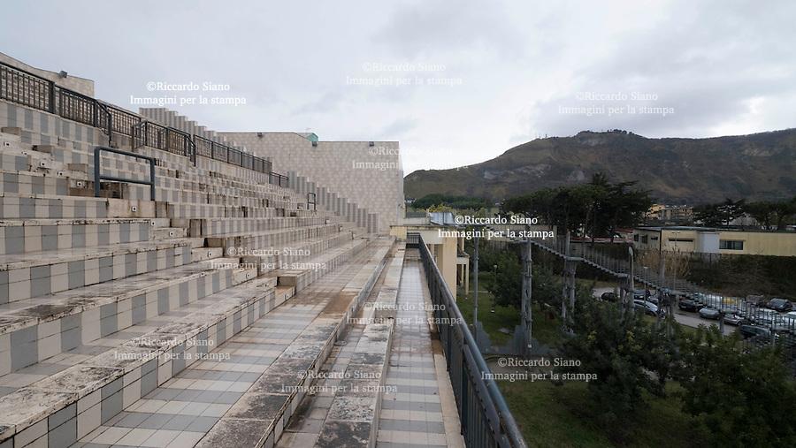- NAPOLI 24 FEB -  Complesso Polifunzionale del Rione Traiano a Soccavo. Numerosi spazi liberi abbandonati.