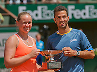 France, Paris, 04.06.2014. Tennis, French Open, Roland Garros, Mixed doubles final, Anna-Lena Groenfeld (GER) and her doubles partner Jean-Julien Rojer (NED) winning the grandslam title<br /> Photo:Tennisimages/Henk Koster