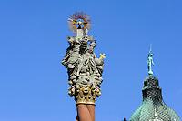 Pestsäule und Dach mit Hermes am Marktplatz  in Swidnica, Woiwodschaft Niederschlesien (Województwo dolnośląskie), Polen, Europa<br /> Market Place with plague column and roof with Hermes statue in Swidnica, Poland, Europe