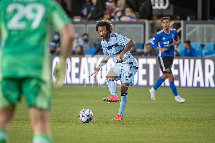 SAN JOSE, CA - MAY 22: Gianluca Busio #10 of Sporting Kansas City passes the ball during a game between San Jose Earthquakes and Sporting Kansas City at PayPal Park on May 22, 2021 in San Jose, California.