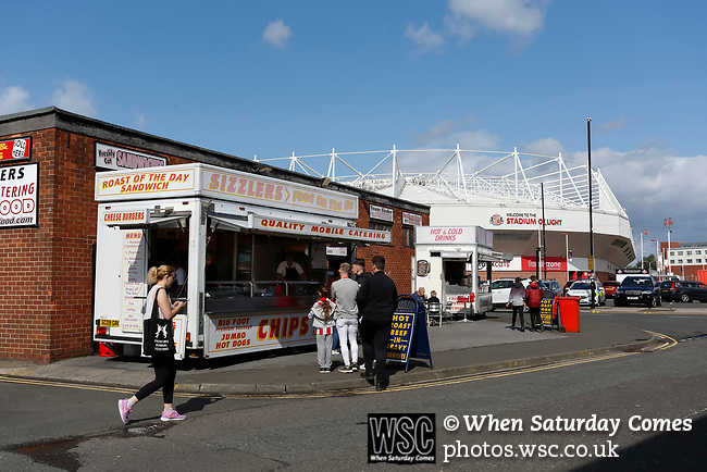 Sunderland fans stopping for a burger by the stadium. Sunderland 2 Portsmouth 1, 17/08/2019. Stadium of Light, League One. Photo by Paul Thompson.