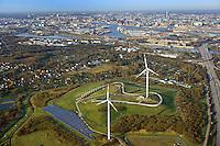 Energieberg Georgswerder mit Hoehenweg: EUROPA, DEUTSCHLAND, HAMBURG, (EUROPE, GERMANY), 28.12.2012: Von der giftigen Altlast zum Gipfel erneuerbarer Energien: Der Deponiehuegel Georgswerder wird im Rahmen der IBA zu einem regenerativen Energieberg. Durch Windkraft, Sonnenenergie, Deponiegase, Biomasse und Geothermie soll er kuenftig ueber 2000 Haushalte der Elbinsel mit Strom versorgen. Ausserdem soll der Energieberg als Aussichtspunkt oeffentlich zugaenglich gemacht werden..Hamburg Georgswerder, Seit 1992 dreht sich das erste Windrad auf der Deponie in Georgwerder, elektrische Energie, Hamburger Firma REpower von Ex-Umweltsenator Prof. Dr. Fritz Vahrenholt hat sie aufgestellt und gut zwei Millionen Euro in den Bau investiert.  Hafen Innenstadt im Hintergrund ,  Deutschland, Hamburg, Wirtschaft, Industrie, Hamburger, Hafen, Wind, Rad, Windrad, Kraftwerk, Windkraftwerk, Sonnenkraft, Kolektoren, Muell, Berg, Muellberg, Muell, Muelldeponie, Muelltrennung, Muellverdichter, Recycling, Abfall, Abfalldeponie, Deponie, Saniert, Sanierung, IBA,  Windkraft, oekologisch, erneuerbar, erneuerbare, Energie, regenerativ, regenerative, natuerlich, Windmuehle, Windmuehlen, Strom, Oekostrom, Ueberblick, Uebersicht, Horizont, Grossstadt, Luftbild, Draufsicht, Luftaufnahme, Luftansicht, Luftblick, Flugaufnahme, Flugbild, Vogelperspektive, Hoehenweg.