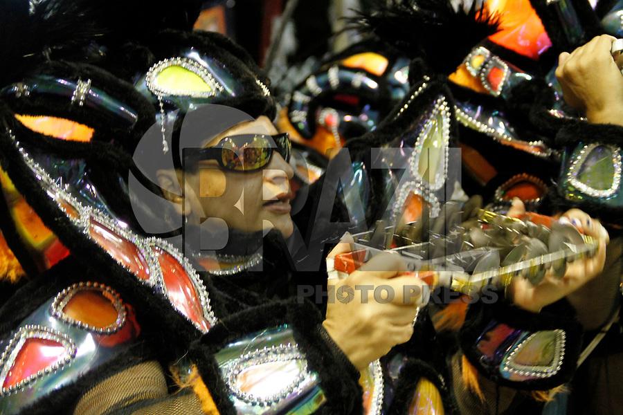 RIO DE JANEIRO, RJ, 07 DE JANEIRO 2011 - CARNAVAL RJ - UNIÃO DA ILHA - Integrantes da Escola União da Ilha se apresentam no Sambodromo da Marquês de Sapucaí durante o segundo dia dos desfiles do Grupo Especial do Carnaval 2011 do Rio de Janeiro. (FOTO: VANESSA CARVALHO / NEWS FREE).