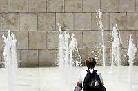 Un bambino si rinfresca ad una fontana per ripararsi dal caldo, a Roma, 17 luglio 2010..A boy cools off at a fountain in a hotsummer day in Rome, 17 july 2010..UPDATE IMAGES PRESS/Riccardo De Luca