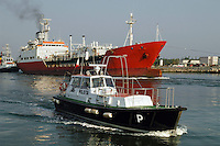 - gas-tanker ship leaves the harbor of Ravenna, boat of the port pilot....- nave gasiera lascia il porto di Ravenna, lancia del pilota di porto..