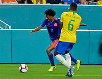 MIAMI - ESTADOS UNIDOS, 06-09-2019: Alex sandro jugador de Brasil disputa el balón con Juan Cuadrado jugador de Colombia durante partido amistoso entre Brasil y Colombia jugado en el Hard Rock Stadium en Miami, Estados Unidos. / Alex sandro player of Brazil fights the ball with Juan Cuadrado player of Colombia during a friendly match between Brazil and Colombia played at Hard Rock Stadium in Miami, United States. Photo: VizzorImage / Cristian Alvarez / Cont