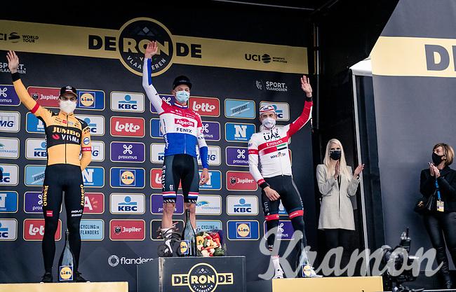 Mathieu Van der Poel (NED/Alpecin-Fenix) wins the 104th Ronde van Vlaanderen 2020 (1.UWT).<br /> Wout van Aert (BEL/Jumbo - Visma) finishes 2nd & Alexander Kristoff (NOR/UAE-Emirates) 3rd.<br /> <br /> 1 day race from Antwerpen to Oudenaarde (BEL/243km) <br /> <br /> ©kramon