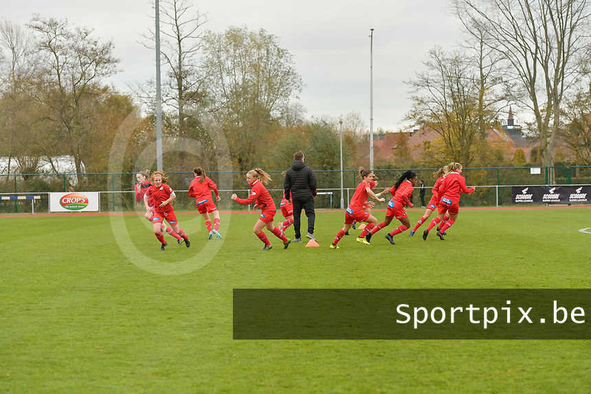 Pauline Windels and teammates of Zulte Waregem  pictured during the warming up of  a female soccer game between SV Zulte - Waregem and KRC Genk on the 8 th matchday of the 2020 - 2021 season of Belgian Scooore Women s SuperLeague , saturday 21 th of November 2020  in Zulte , Belgium . PHOTO SPORTPIX.BE | SPP | DIRK VUYLSTEKE