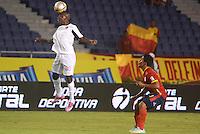 BARRANQUILLA- COLOMBIA -08 -04-2015: Jose Amaya (Der.) jugador de Uniautonoma disputa el balón con Jefferson Murillo (Izq.) jugador de Cucuta Deportivo, durante partido entre Uniautonoma y Cucuta Deportivo, por la fecha 14 de la Liga Aguila I-2015, jugado en el estadio Metropolitano Roberto Melendez de la ciudad de Barranquilla. / Jose Amaya (R) player of Uniautonoma vies for the ball with Jefferson Murillo (L) player of Cucuta Deportivo, during a match between Uniautonoma and Cucuta Deportivo, for the date 14 of the Liga Aguila I-2015 at the Metropolitano Roberto Melendez Stadium in Barranquilla city, Photo: VizzorImage. / Alfonso Cervantes / Str.