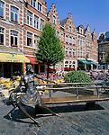 Belgium, Flemish Brabant, Leuven: Oude Markt Cafe Scene | Belgien, Flaemisch-Brabant, Loewen: Cafes am Oude Markt