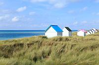France, Manche (50), Cotentin, Gouville-sur-Mer, les cabines de plages aux toits colorés