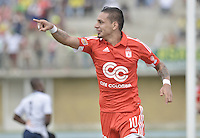 TURBO - COLOMBIA -10-05-2015: Bryan Ureña jugador de América de Cali celebra un gol anotado a Leones FC durante partido por la fecha 13 del Torneo Aguila 2015 jugado en el estadio John Jairo Trellez de la ciudad de Turbo./ Bryan Ureña player of America de Cali celebrates a goal scored to Leones FC during match for the 13th date of Aguila Tournament 2015 played at John Jairo Trellez stadium in Turbo city. Photo: VizzorImage / Gabriel Aponte / Staff