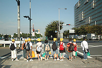 Tokyo Japan, Japanese School Kids waiting to cross the Street, Traffic Lights, Street, Sings, Student, Children, School, Youth, Kinder, Schüler, ABC Schützen, Ampel, verkehr, Traffic. (photo.:Stefan Noebel-Heise)