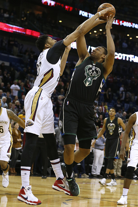 Milwaukee Bucks forward Jabari Parker (12) shoots over New Orleans Pelicans forward Anthony Davis, left, during the first half of an NBA basketball game Saturday, Jan. 23, 2016, in New Orleans. (AP Photo/Jonathan Bachman)